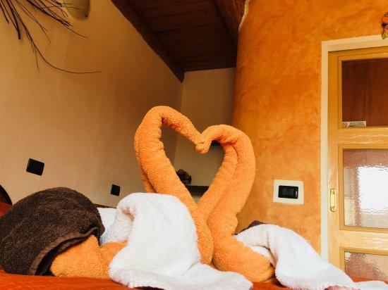 Sinio, Włochy: Camera arancio