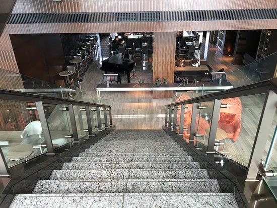 Mandarin Oriental, Tokyo: Escaleras para el Bar