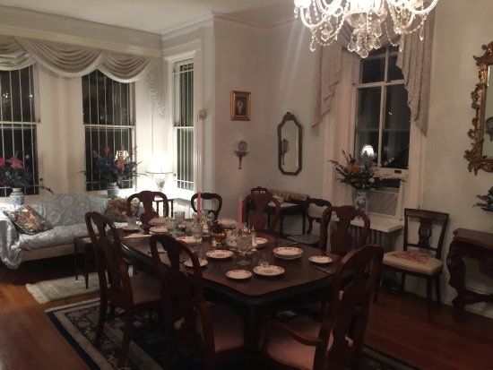 Spruce Hill Manor : Dining room at night, set up for breakfast