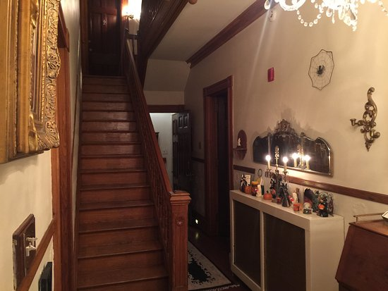 Spruce Hill Manor : stairs leading to second floor
