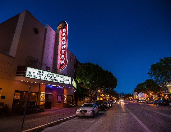 New Braunfels, TX: The Historic Brauntex Theatre
