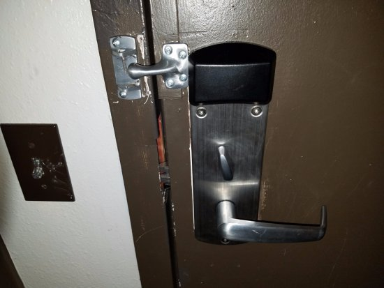 Embassy Suites by Hilton Detroit Southfield: The broken security lock in the room the supervisor moved me to.