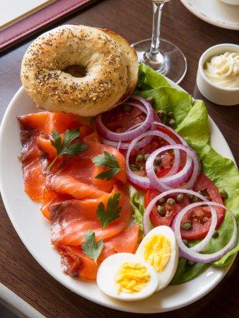 Wayne, Пенсильвания: Smoked Salmon & Everything