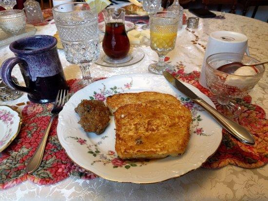 Chester, VT: Breakfast table