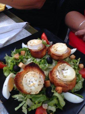Saint-Paul-de-Fenouillet, Francia: Salade de chèvres chaud.