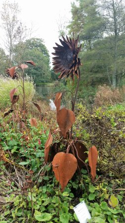 Arlington, UK: Sunflower sculpture