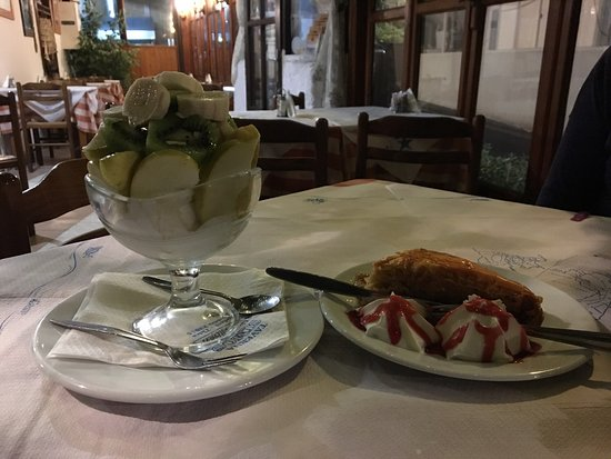 Simos Taverna: Amazing dessert options. Also for those who cannot eat gluten