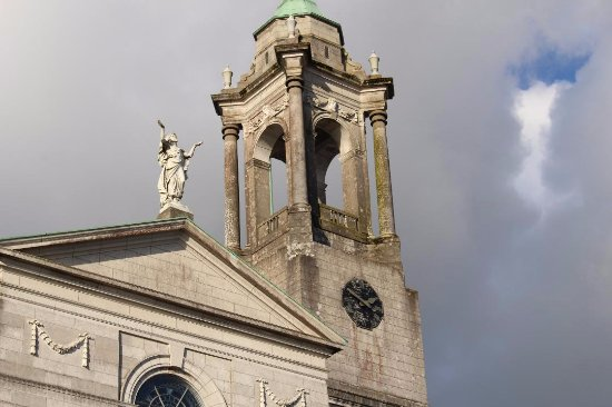 Athlone, Irlanda: The Bell Tower which is a favourite roost for a peregrine falcon.