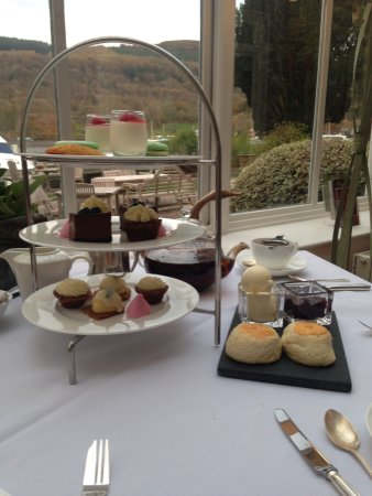 Lakeside Hotel: Scones and cakes