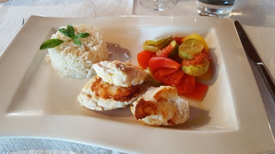 Baulmes, Suiza: Filet de Lotte mit Ratatouille