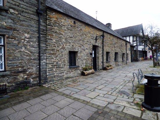 Canolfan Owain Glyndwr Centre: Outside the entrance