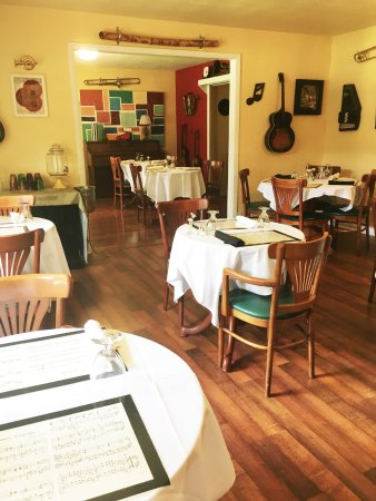 Chippewa Falls, WI: The Breakfast Room where you can relax and enjoy our famous homemade breakfast!