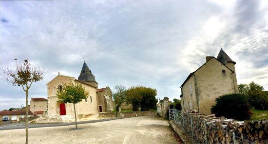 Civray, Francia: Très belle église à voir absolument