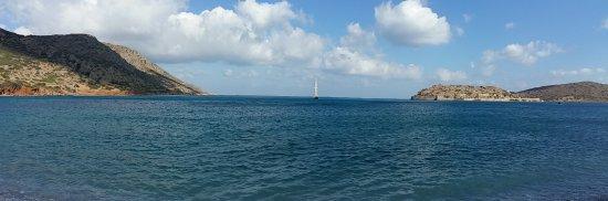 Plaka, Greece: widok z plaży