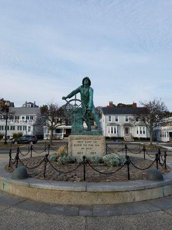 Fishermen's Memorial Monument: 20171101_154533_large.jpg