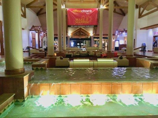 Novotel Twin Waters Resort : Reception lobby