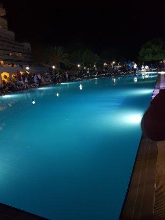 Batihan Beach Resort & Spa: 20170913_220549_large.jpg