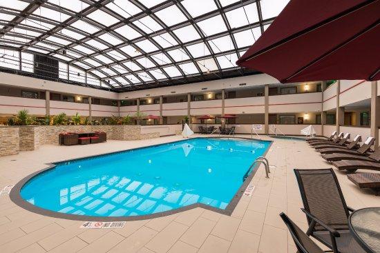 Best Western Premier Milwaukee Brookfield Hotel Suites