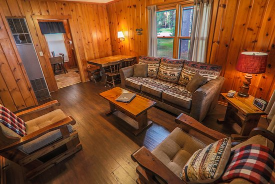 Presque Isle, WI: Sunfish Cabin Family Room
