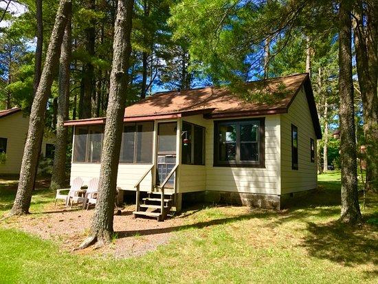 Presque Isle, WI: All cabins have screen porches
