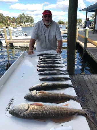 Homosassa Springs, FL: Moochers, catch and fresh lunch