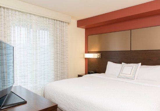 Wauwatosa, WI: One-Bedroom Suite - Bedroom