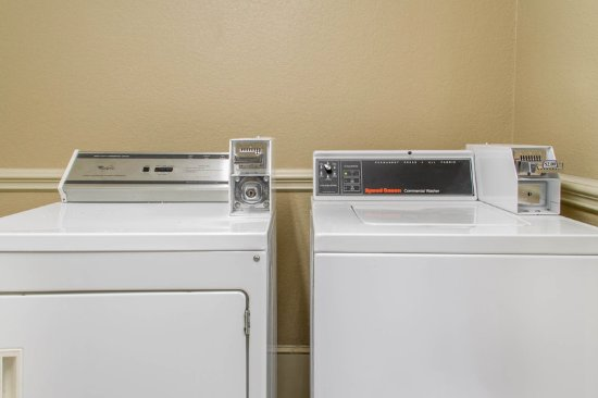Quality Inn & Suites Maggie Valley - Cherokee Area: Guest laundry