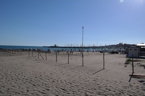 Santuario Santa Maria Goretti: beach near the sanctuary