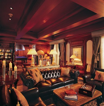 The Leela Palace Bengaluru: Bar/Lounge
