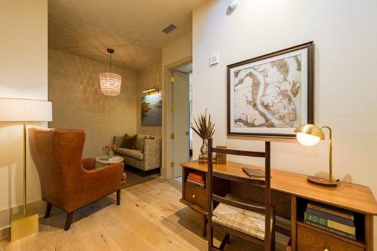 Foto De The Dewberry Charleston Charleston One Bedroom Suite Tripadvisor