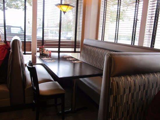 Shoreline, WA: Recently remodeled. Comfortable seating.