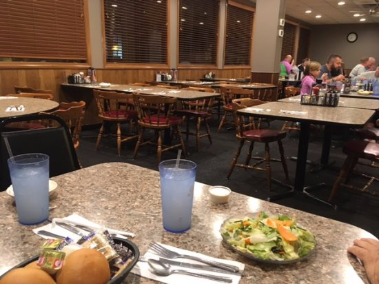 Carlisle, Pensilvania: Inside of half of the restaurant.