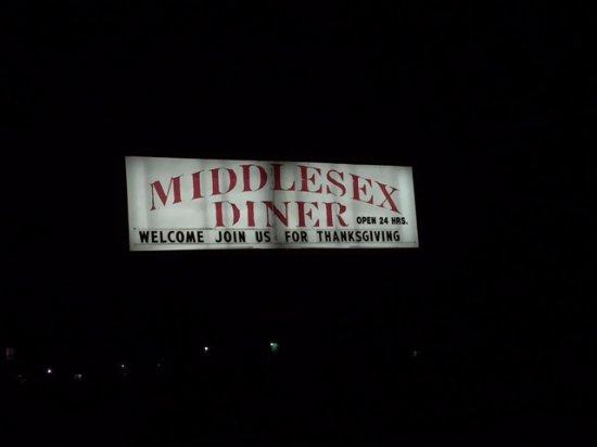 Carlisle, Pensilvania: Outside of restaurant at night.