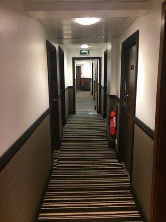 Hotel The Caesar: Corredor dos quartos