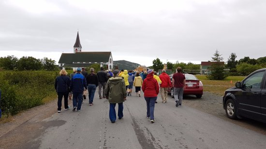 Trinity, Canada: Audience walking through town to the next scene