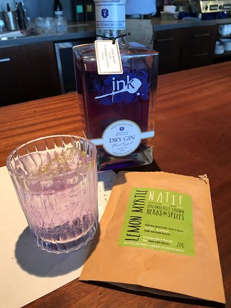 Maryvale, Australia: Gin tasting at the bar was a great activity suggestion