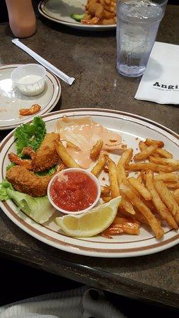 Angie's Restaurant: Shrimp & fries