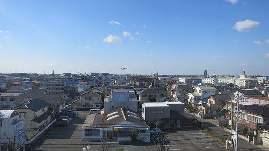 KuretakeInnHamamatsuNishiInter : 部屋からの眺め、飛び立つ飛行機が見える!