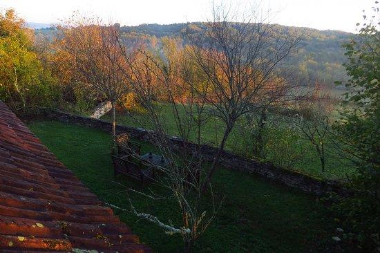Calvignac, Francia: vue de la chambre sur la campagne environnante et un des espaces réservés
