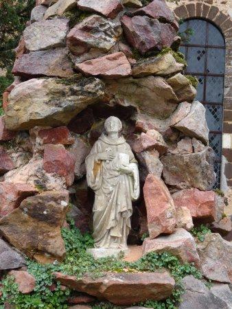 Thiron-Gardais, França: Calvaire devant l'église (détail)