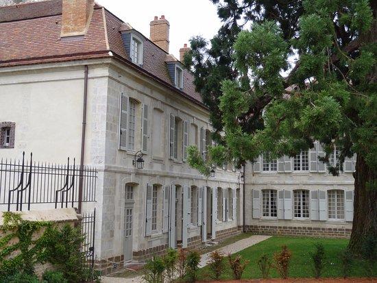 Thiron-Gardais, فرنسا: Prieuré attenant à l'église
