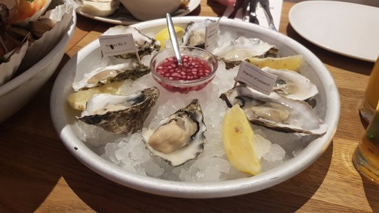 Seafood bar spui oysters platter 4 types bild von the for Seafood bar spui 15