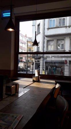Ordes, Spanyol: esquina del local con mesa larga