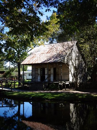Acadian Village: one house, among others