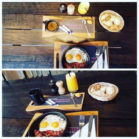 Strombeek-Bever, เบลเยียม: Un petit déjeuner pour bien commencer la journée