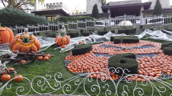 Halloween A Gardaland.Decorazioni In Tema Halloween Picture Of Gardaland Park
