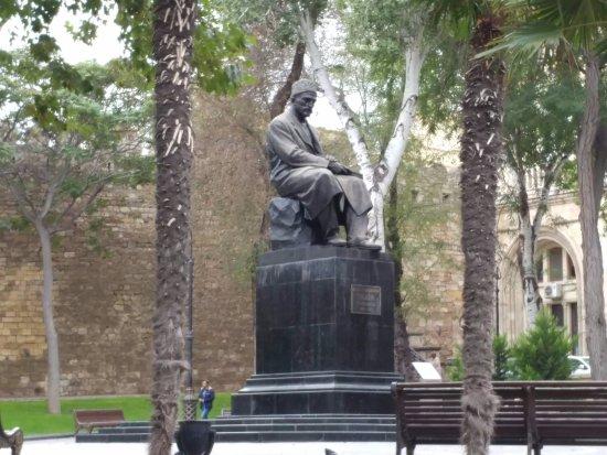 Памятник Мирза Алекпер Сабиру