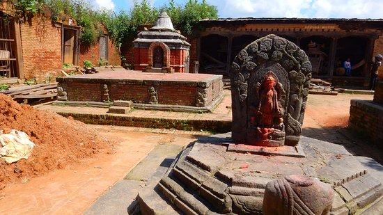 Changu Narayan: На территории Храма Чангу Нараян