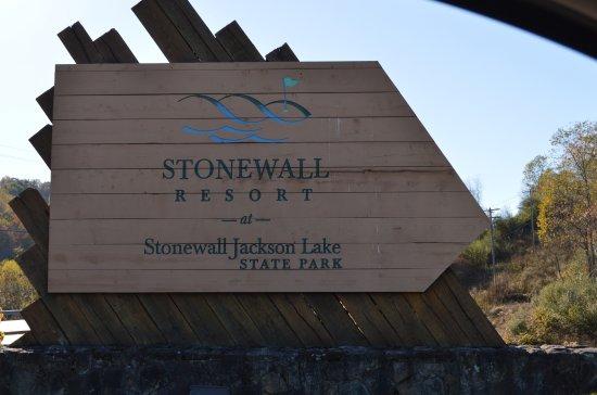 Stonewall Resort: Entrance
