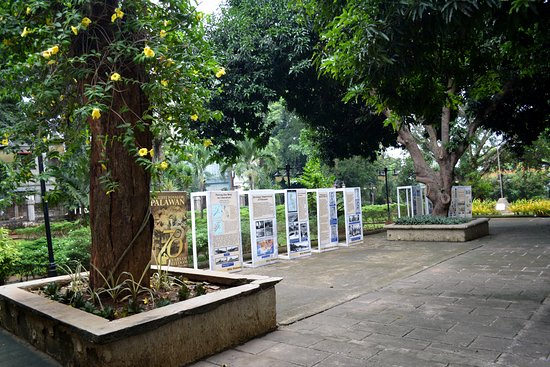 Plaza Cuartel : Panels narrating some events that took place during WWII